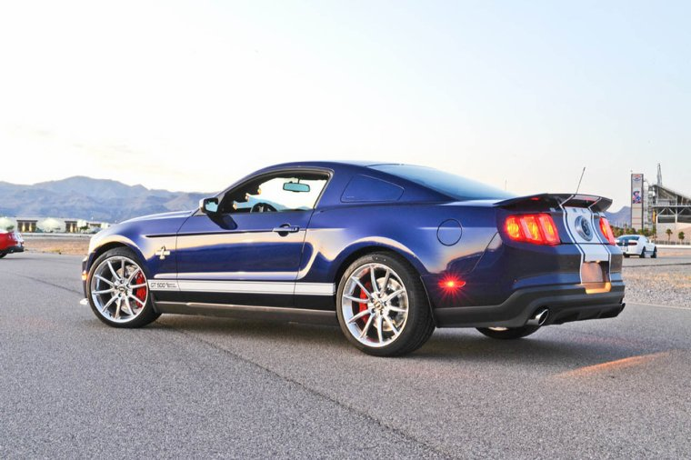 Mustang Shellby GT500 SuperSnake VS. Mustang Boss 302 Laguna Seca