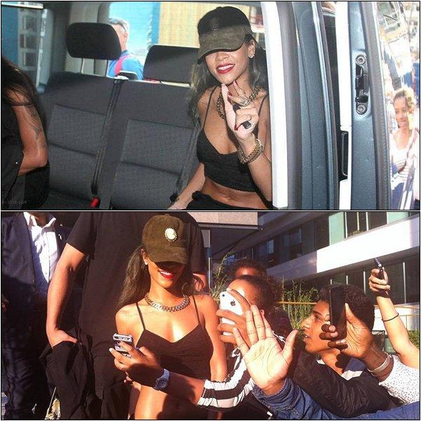 25.07.2013 : Rihanna quittant son hôtel à Oslo pour se rendre à son concert, au Telenor.