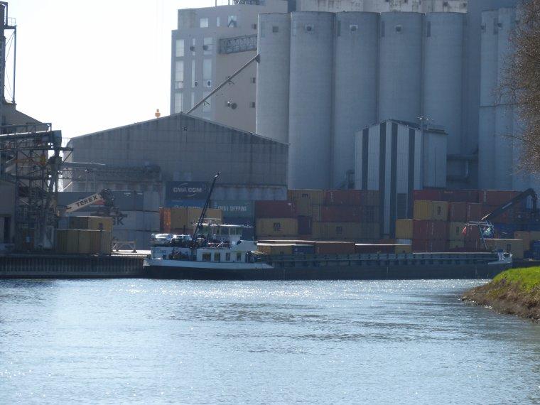 CYCLONE..........Chargeant des containers.......à NOGENT SUR SEINE....MARS 2014