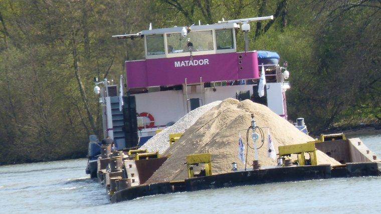 MATADOR et ses Barges......LA CELLE SUR SEINE..........MARS 2017