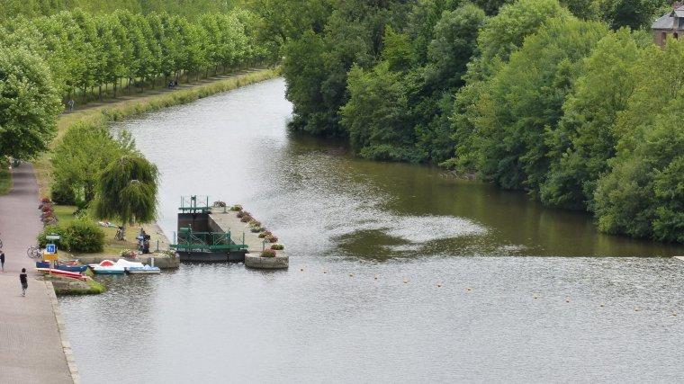 CANAL de NANTES à BREST et Ecluse n°35....JOSSELIN....MORBIHAN....JUILLET 2017