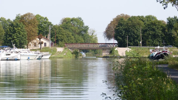 SAINT FLORENTIN....89....YONNE....L'ECLUSE ET LE PONT CANAL....29 AOUT 2017