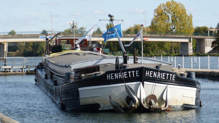 HENRIETTE.....dans l'écluse de............CANNES ECLUSE.............OCTOBRE 2017