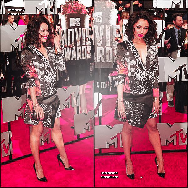 . Découvre Katerina dans une magnifique tenue à l'occasion du MTV Movie Awards !   .