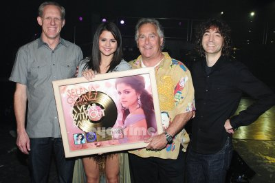News & Joyeux Anniversaire à Selena