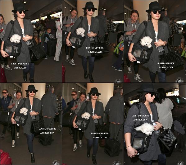 Hier (22/12), Demi a performé au Jingle Ball organisé par la radio 93.3 FLZ à Tampa (Floride). C'était le dernier Jingle Ball pour Demi.