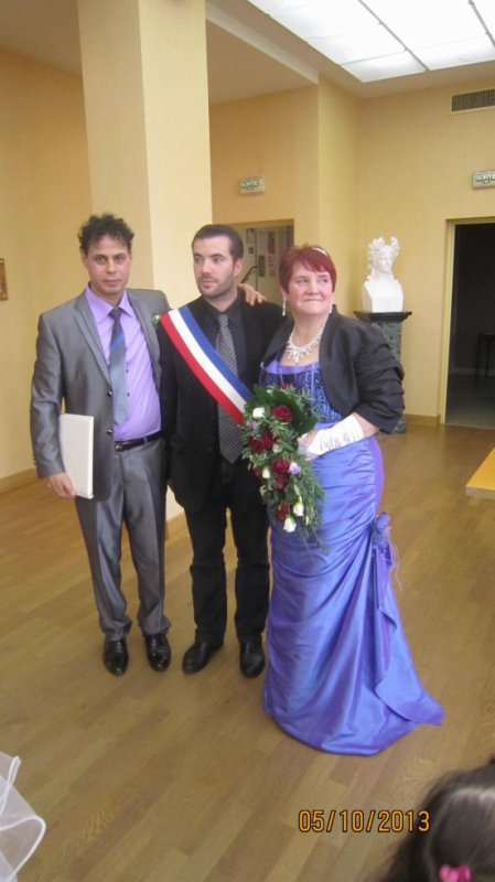 adorables tous les deux... Vive les mariés :)