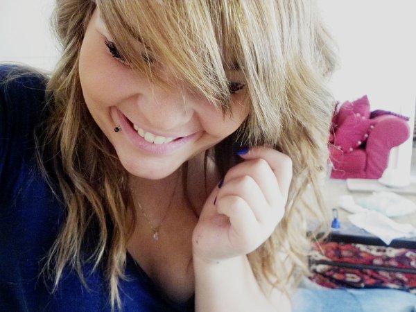 Sourire est notre dernière politesse, la suprême coquetterie, l'ultime parure de nos visages.