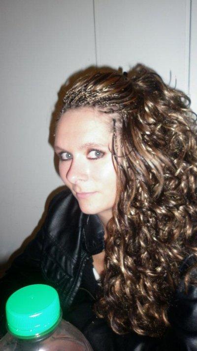 Tresses avec mèches bouclées colorées (convient parfaitement aux filles  aux cheveux court)