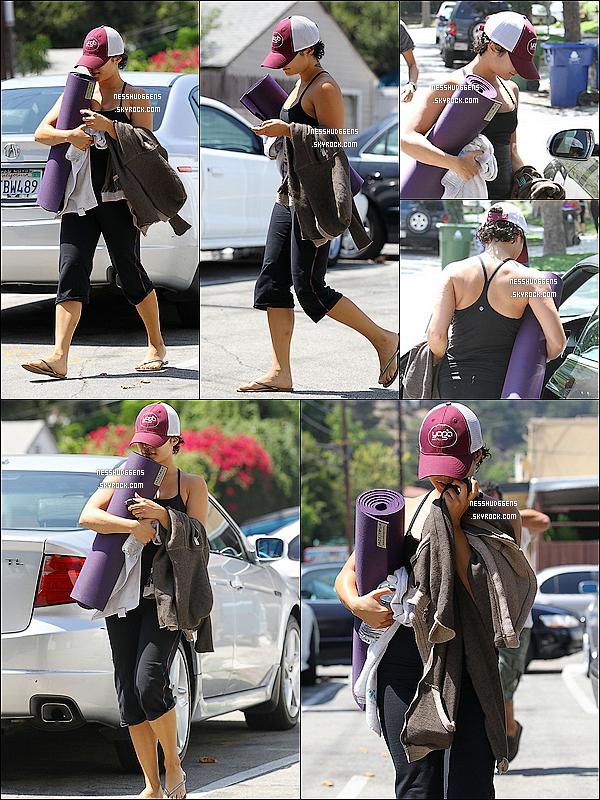 . 31/08/11 : Notre belle Vanessa Hudgens, a été aperçue quittant cette fois-ci son cours de yoga à L.A. .