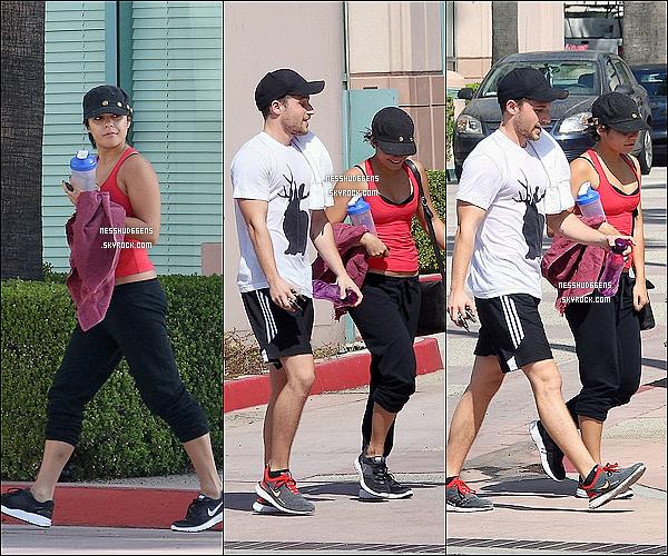 . 01/09/11 : Vanessa a été repérée quittant la salle de yoga accompagnée d'un amis à Los Angeles, en Californie. .