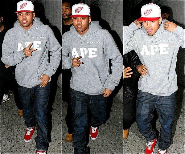 """- Le 4 février 2011, Chris a été aperçu quittant la boîte de nuit """"Amazura"""". (New York) TOP/FLOP? -"""