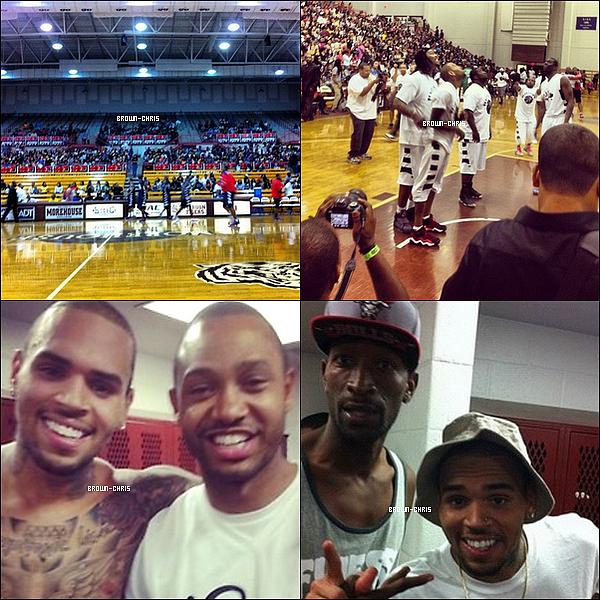 - 30 SEPT. : Chris jouant au basket ball pour une oeuvre de charité, Waka Flocka et Kirko Bangz étaient présents. (Atlanta)  -