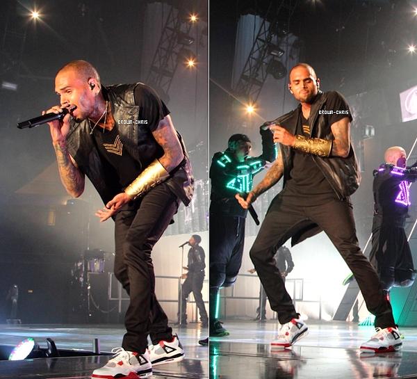 - 14 NOV. :Chris a débuté sa tournée européenne en commençant par le Forum de Copenhague. (Danemark)   -