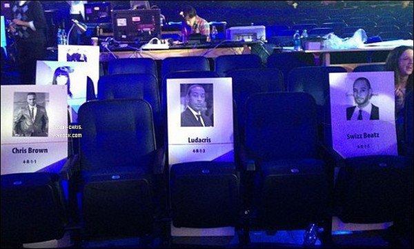 - NEWS. : Chris sera présent à la cérémonie des American Music Awards le 18 novembre prochain.   -