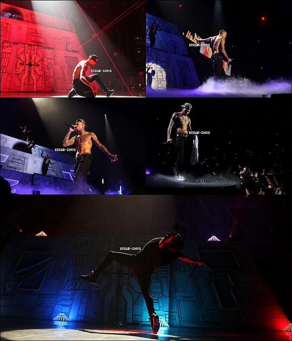 - 27 NOV. : Chris était au Westfallenhalle à Dortmund pour l'un des concerts de sa tournée. (Allemagne)  -