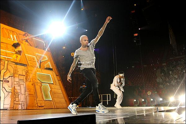 - 07 DEC. : Chris était à Bercy pour l'un des concerts de sa tournée. (France)  -