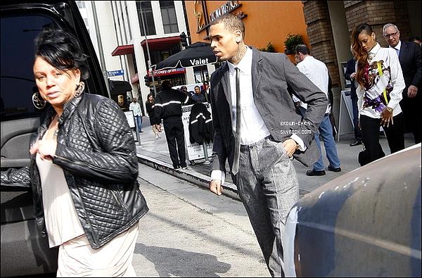 . 06 FEV. : Chris quittant son domicile pour se rendre au tribunal. (Los Angeles) TOP/FLOP ? -