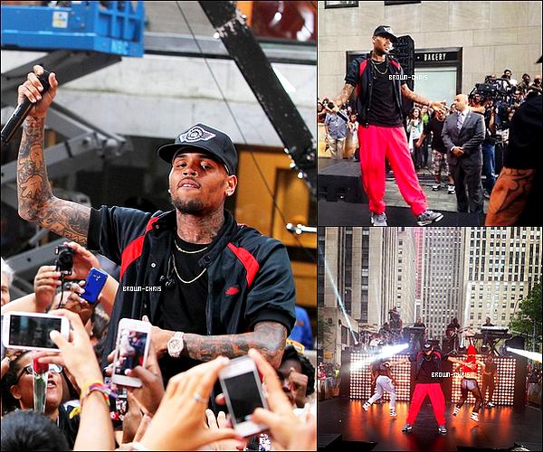. 30 AOUT : Chris a interprété quatre de ses singles à l'occasion des Summer Concerts Series de New York.QU'EN PENSEZ-VOUS ? -