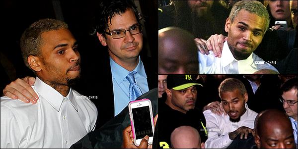 - 28 OCT. : Chris sortant du tribunal de Washington DC après son audience !  En rentrant de soirée le 27 octobre, au petit matin, une altercation a eu lieu entre Chris et deux individus qui l'auraient provoqué devant son hôtel : ils ont dérangés plusieurs fans qui prenaient une photo avec Chris, gâchant alors les photos prises, de plus ils auraient voulu s'introduire dans son bus de tournée c'est pour cela que le garde du corps de Breezy serait intervenu et aurait fait son travail en les empêchant d'y pénétrer. Par la suite, Chris ainsi que son garde du corps se sont fait embarquer par les forces de l'ordre, en effet, l'un des deux individus a affirmé que le chanteur lui avait cassé le nez et aurait donc porter plainte. Chris est resté 2 jours en garde à vue, ce lundi il devait comparaître devant le tribunal de Washington DC pour cette affaire. Depuis 2009, le chanteur est sous liberté conditionnelle, pour tout délit il est automatiquement convoqué devant un juge, vu qu'il est en liberté conditionnelle il risque jusqu'à 4 ans de prison pour toute faute commise, autant vous dire qu'une épée de Damoclès se trouve au-dessus de sa tête. L'audience devait avoir lieu à 18h (heure française), la salle étant beaucoup trop petite et ne pouvant accueillir que 300 personnes le juge a décidé de reporter l'audience, au final elle a débuté sur les coups de 21h20 (heure française). 22h30 : soulagement pour Chris, ses proches et la TeamBreezy, il ne va pas en prison, il ne paye aucune caution et est libéré d'emblée. Pendant cette épreuve, une nouvelle fois difficile, notre cher Breezy a pu avoir le soutien de nombreuses personnes : Kid Ink, Sean Kingston, B.o.B, Bow Wow ou encore Trey Songz et bien sûr de ses fans qui se sont mobilisés sur Twitter, Instagram ou qui se sont même déplacés.   -
