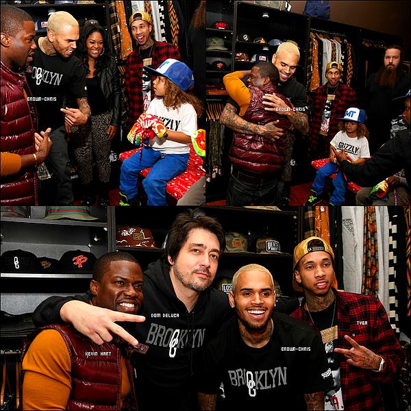. 22 DEC. : Chris était au Brooklyn Projects dans le cadre d'une récolte de jouets pour enfants défavorisés qu'il avait organisée. Le chanteur Tyga ainsi que l'acteur Kevin Hart était également présents. (Los Angeles)  -