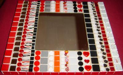 miroir mosaique rouge mosa que passionn ment la folie. Black Bedroom Furniture Sets. Home Design Ideas