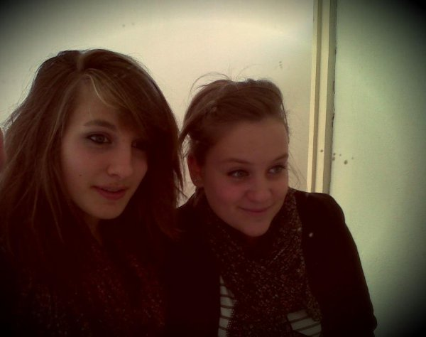 Une amie , rien qu'une amie c'est aussi précieux qu'une vie ♥ .
