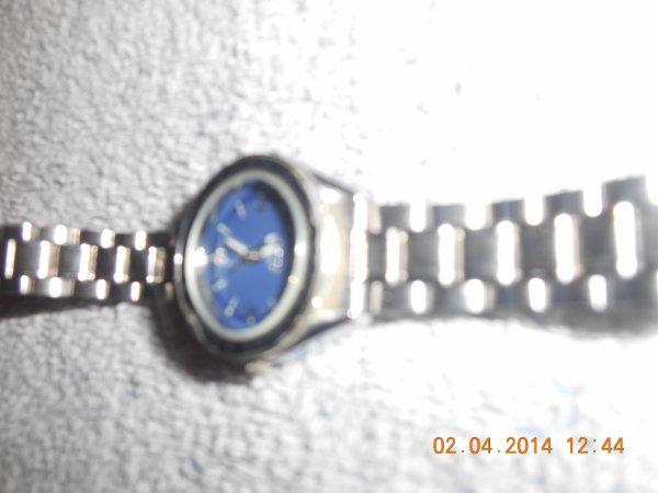 Montre  cadran bleu  5 euro ou 4,50 euro ou 4 euro ( prix a discuter )