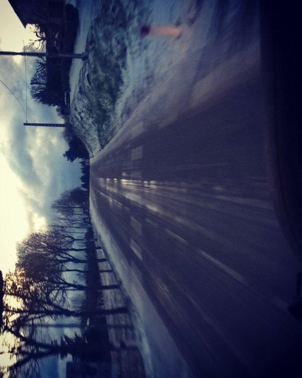Pk tant de haine dans ce pays de fous? on est qu'au mois de novembre et déjà 10 cm de neige ❄ ㅠ.ㅠ  (je veux pas de neige pour mon anniv... :-(  )