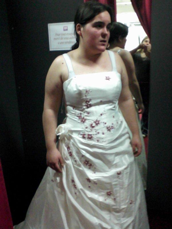 essayage de la robe de mariée cool  ( 1er  essaie de robe )