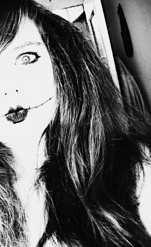 La terreur se lis dans tes yeux . Tu à peur . Peur que tout s'arrête ... ♥