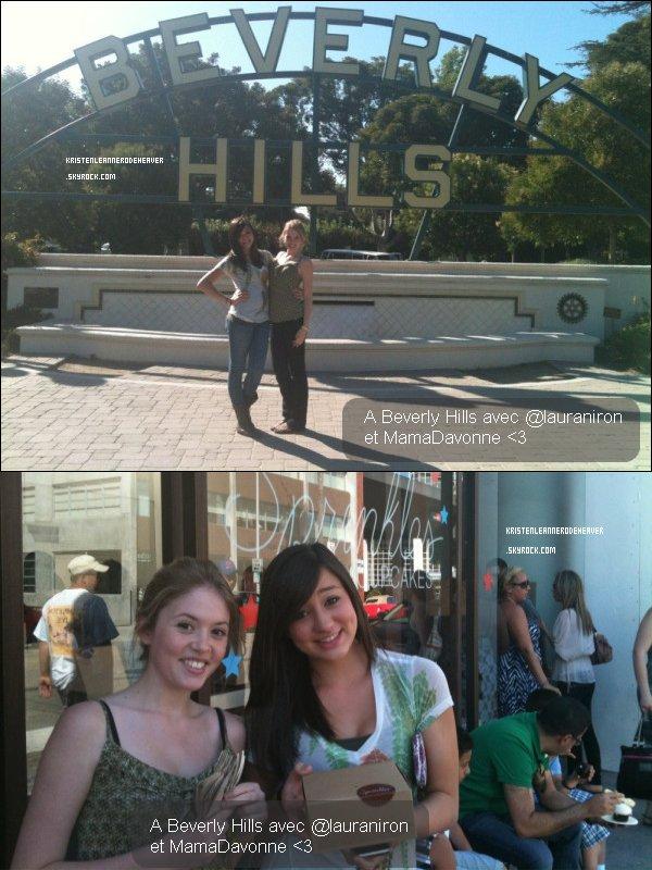 . .  28 Juin 2011 : Kristen a été à Beverly Hills avec Lauran Irion. . .
