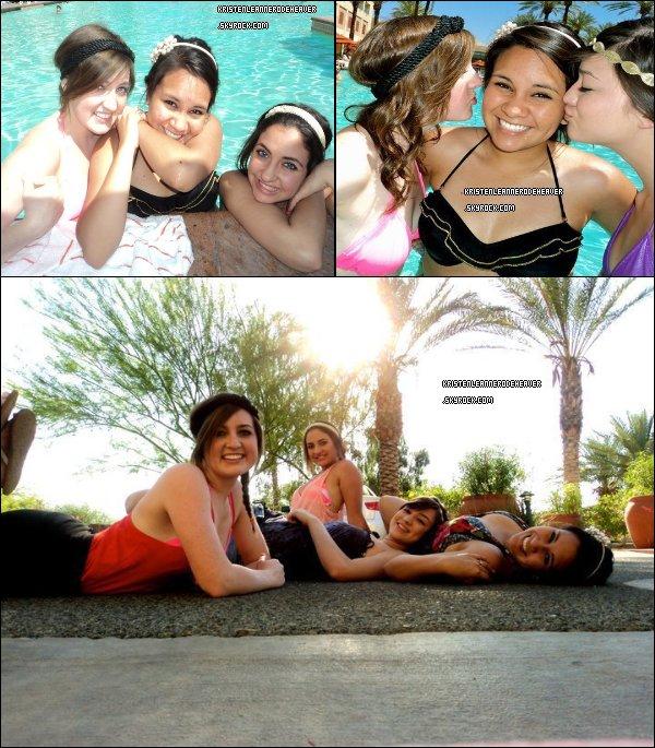 . .  Des photos de l'été 2011 de Kristen. . .