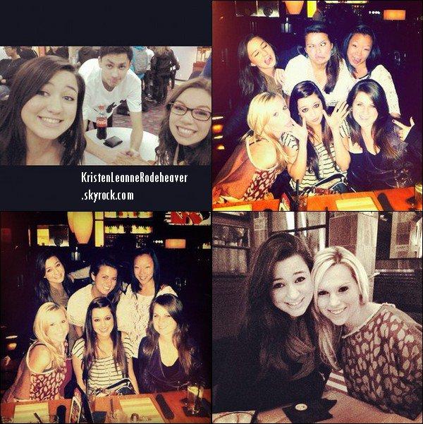 . .  Voici un nouveau photoshoot de Kristen, qui est juste superbement magnifique! Puis d'autres photos où elle est avec ses amis et sa famille. :). .