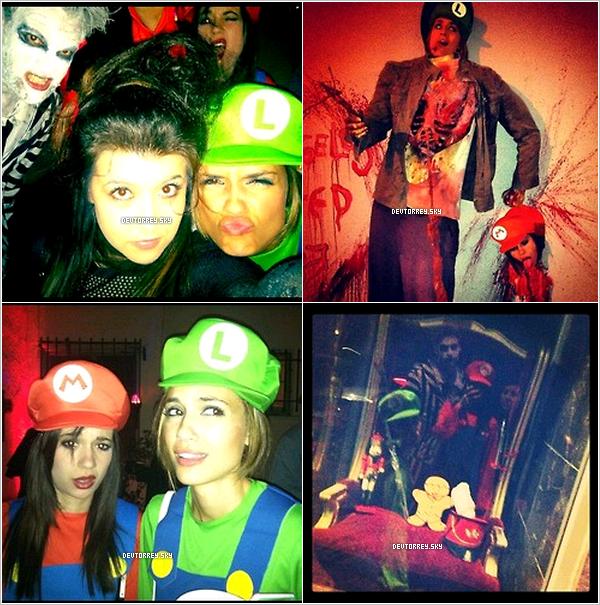 . Torrey a postée des phtos ur Twitter d'elle fêtant Halloween avec sa soeur et des amis. J'adore son déguisement en plus elle est en raccord avec sa soeur ! Dommage que Paul n'y soit pas.