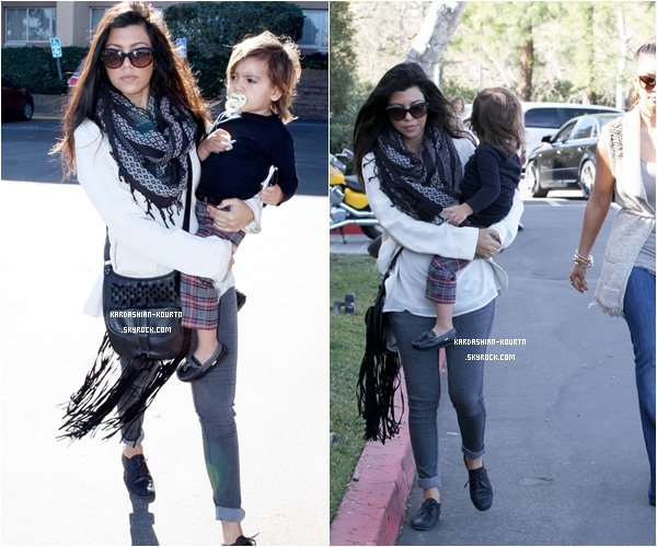.  29 janvier 2012 : Kourtney , Mason , Kim & Kris ont été vue dans Calabasas pour faire quelques courses. .