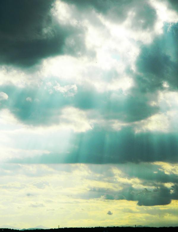 Detras nubes siempre hay luz.