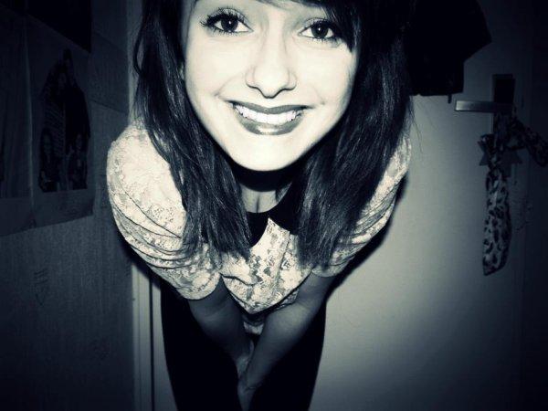 Tout sourire et pourtant.