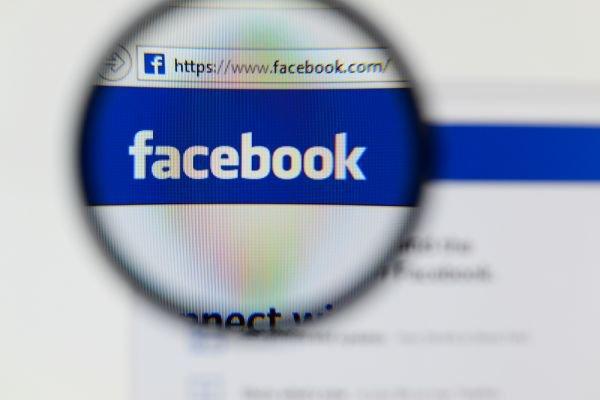 Facebook accusé de pister tous les internautes