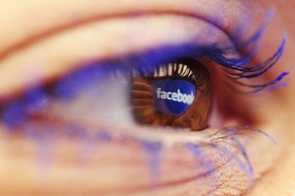 Facebook poursuit son offensive contre YouTube et Twitter