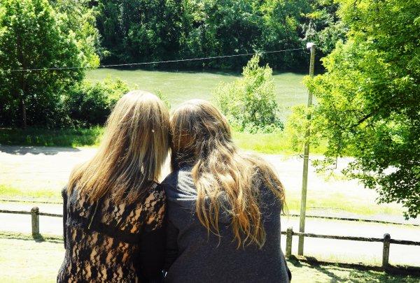 L'amitié est un long fil d'or qui ne s'éteint qu'à la mort.
