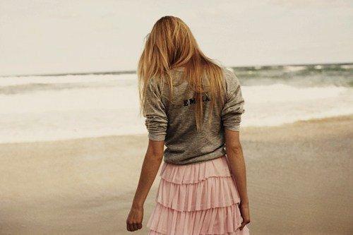 On cherche tous quelqu'un qui donnerait un sens a notre vie. C'est si dur de trouver sa perle rare dans un monde où tout est faux mais il y a toujours un moment dans notre vie où tout est vrai .Ce moment là c'est quand on éprouve de l'amour pour quelqu'un. Quelqu'un qui apparait comme une évidence. Il est le symbole de la vérité a vos yeux, il comble tout votre coeur & rend votre vie meilleure c'est la seule personne a qui vous pensez en premier en vous levant le matin celui a qui vous pensez quand vous écoutez une chanson ou que vous regardez un film qui vous rapelle votre histoire. Quelqu'un auprès de qui le mot amour prend vraiment tout son sens.     ( ? )