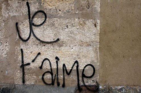 On écrit sur les murs   $)  Je t'aime  $)