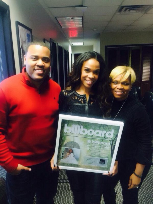 Félicitation pour michelle williams billboard récompense son single qui a été numero 1 dans les charts gospel