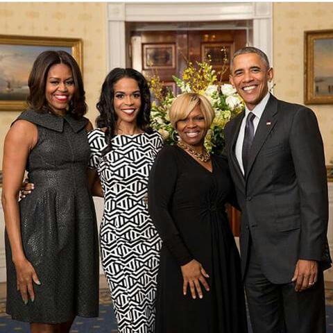 Congrat michelle Williams qui a chanter à la Maison Blanche!