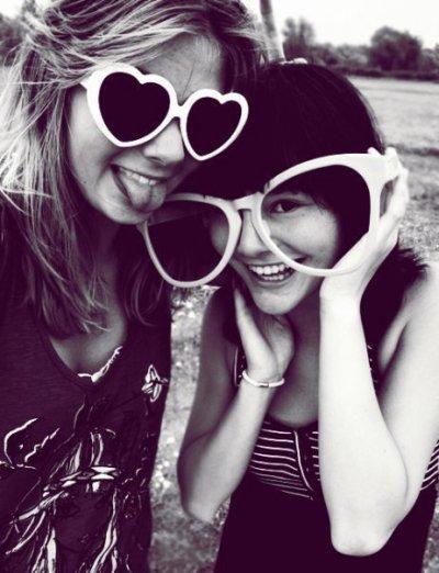 Arrete jamais de sourir, meme si tu es triste, Car on sait jamais qui va tombé amoureux de ton sourir... ♥