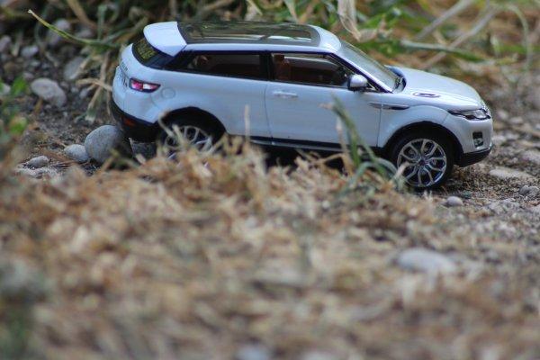 4x4 range rover evoque 1/43eme (875)