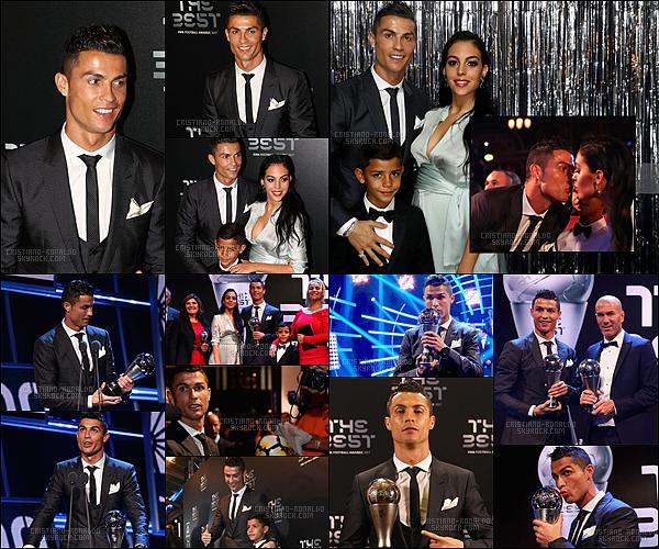 • 23/10/17: Cristiano R. était présent à la cérémonie The Best FIFA Football Awards à Londres   Cristiano remporte l'award du meilleur joueur de la Fifa en devançant ainsi Lionel Messi et Neymar Junior !