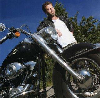 Christophe à poser pour une Harley