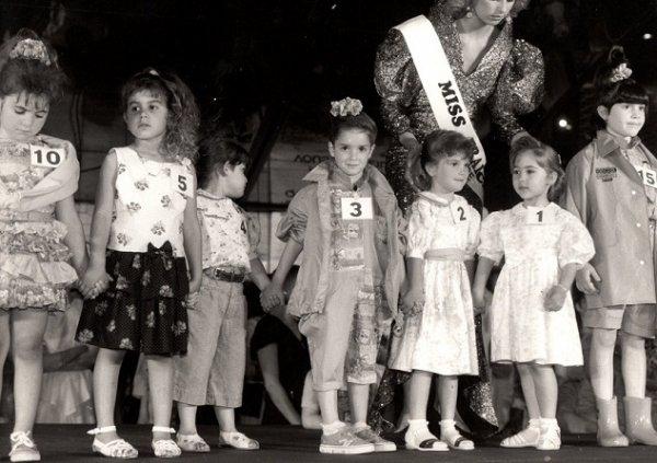 Première élection mondiale de MINI-MISS à la Tour Eiffel en 1990